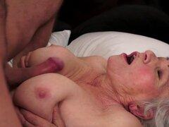 Abuela gordita follada por detrás después de bj. La abuela Chubby con bigtits follada por detrás después de bj
