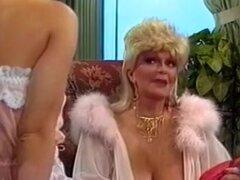 Seducción caliente sexy chica retro. ¡Una verdadera fiesta para todos los fans de películas de sexo vintage! Una enorme colección de los mejores clips porno clásico con las más grandes estrellas de la época dorada del porno