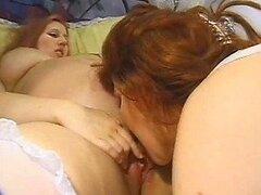 Redhead Preggo Hottie obtiene lésbico