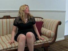 Irelia Atwood en la película Entrevista-AtkHairy. Irelia Atwood es la nueva chica en el bloque y ella todavía es peluda al igual que nos gustan. Ella precioso coño está fuera para que usted pueda disfrutar y ahora se llega a saber más sobre ella para la d