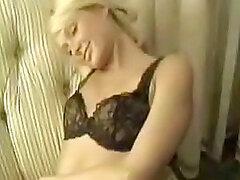 Bastante celebridad Paris Hilton obtiene naughty en su ropa interior seductora