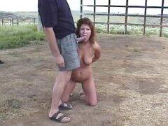 Esposa pelirroja obtener una humillación al aire libre por su marido. Esposa pelirroja obtener una humillación al aire libre por su marido