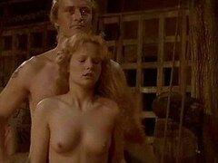 Caliente celebridad Jennifer exponiéndose desnuda en una escena medieval