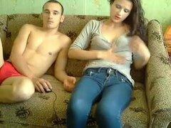 Masturbándose con mi chico en un chat de sexo, a veces actúo como una puta webcam y mi novio es bastante ansioso por unirse a la diversión. En este video de sexo amateur webcam puedes ver cómo parecen al hacerlo juntos.